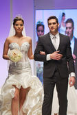 Fashion models dressed as bride and groom — Foto de Stock