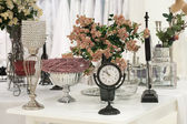 Antique clock and roses — 图库照片