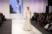 Fashion model in wedding dress — Foto Stock