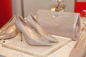 Elegant bridesmaid shoes and purse — Zdjęcie stockowe