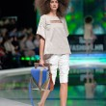Fashion models at catwalk — Stock Photo #43550755