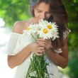 Woman with daisies — Stock Photo