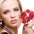 Woman and pomegranate — Stock Photo #2575228