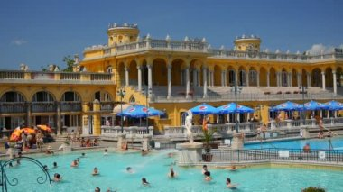 Szechenyi thermal baths. Budapest, Hungary — Stock Video