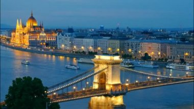 Panorama of Budapest, Hungary. Chain Bridge and the Parliament. Time lapse — Stock Video