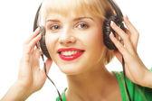 красивая женщина слушать музыку — Стоковое фото