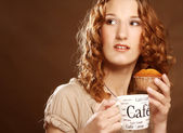 Woman with coffee and cake — Stock Photo