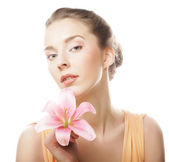 Beauty face of the young woman with pink lily — Stock fotografie