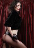 Sexig brunett kvinna poserar i underkläder — Stockfoto