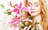 粉色的花的女人 — 图库照片