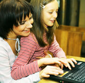 Mother & daugther looking at computer — Stock Photo