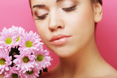 Young woman portrait with pink chrysanthemum — Stock Photo