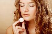 žena jíst sladké cukroví — Stock fotografie