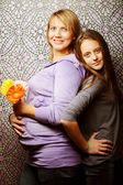 Mulher grávida com filha — Fotografia Stock