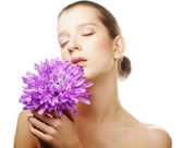 Woman portrait with chrysanthemum. Spa treatment. — Stock Photo