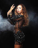 Siyah elbise dansçı — Stok fotoğraf