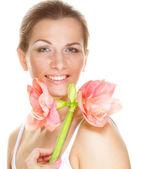 Pembe çiçek güzel bir kadınla — Stok fotoğraf