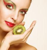 Woman with kiwi — Stock Photo