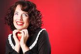 Cuore rosso azienda donna — Foto Stock
