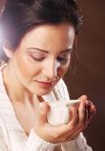 Beautiful girl drinking tea or coffee. — Foto Stock