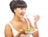 Gelukkig jongedame eten salade. — Stockfoto