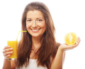Kadın holding portakal suyu — Stok fotoğraf