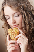Beauty girl with cookie — Stock Photo