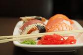寿司の白いプレート セット — ストック写真
