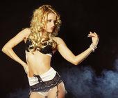 Striptiz sexy młoda tancerka — Zdjęcie stockowe