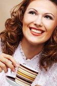 コーヒーを飲むのきれいな女性 — ストック写真