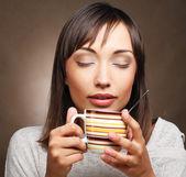 Piękna kobieta, picia kawy — Zdjęcie stockowe
