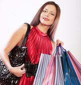 Carina giovane donna shopping con sacchetti di colore — Foto Stock