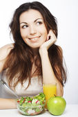Woman has breakfast salad from fresh vegetables — Stock Photo