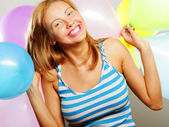 Garota feliz com balões — Foto Stock