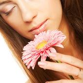 Gerber çiçek güzel bir genç kadın — Stok fotoğraf