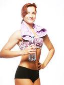 спортивный женщина с минеральной водой — Стоковое фото