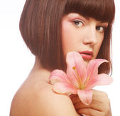Schöne frau mit rosa lilienblume — Stockfoto