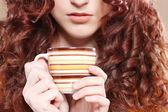 Giovane bella donna bere caffè — Foto Stock