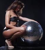 Fille avec boule disco — Photo