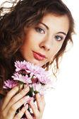 白地にピンクの花を持つブロンドの女の子 — ストック写真