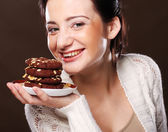Woman eating chocolate chip cookies — Stock Photo