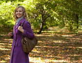 Fashion woman walking in autumn park — Stock Photo