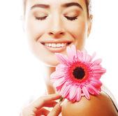 Mulher bonita com flor rosa — Foto Stock