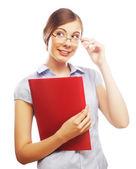 Mulher de negócios sorridente com pasta vermelha — Foto Stock