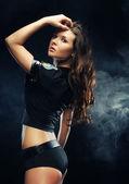 セクシーな美しいブルネット警察の女性 — ストック写真