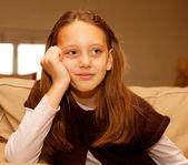 在家里的小女孩 — 图库照片