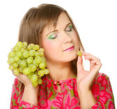 Woman with bunch of grape. — Stockfoto