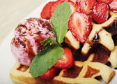 Waffles with strawberry and ice cream — Stok fotoğraf
