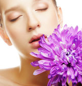 Woman portrait with chrysanthemum. Spa treatment. — Stock Photo