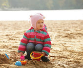 Little girl playing with sand — Stock Photo